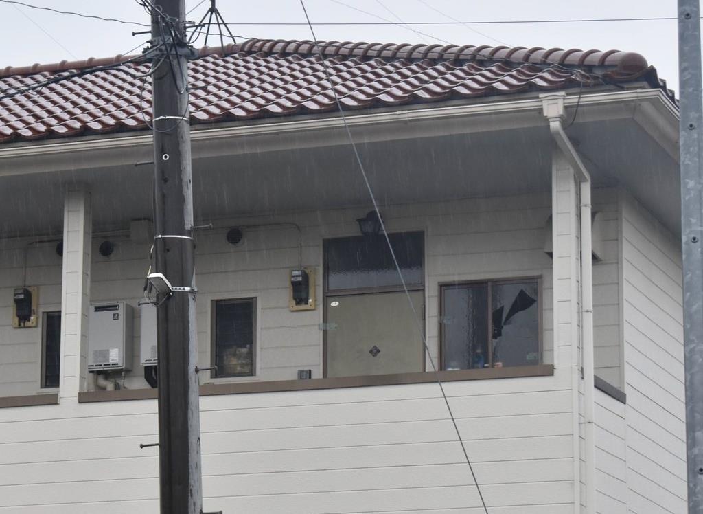 男女2人が倒れていたアパート=11日、栃木真岡市八木岡(根本和哉撮影)