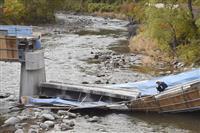 「橋ごと落ちた」と通報 複数人負傷、意識あり 青森