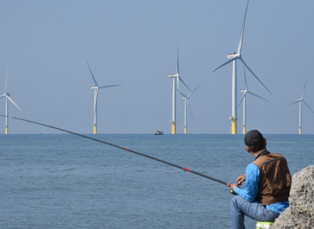台湾初の洋上風力発電施設が完成  蔡総統、成果アピール