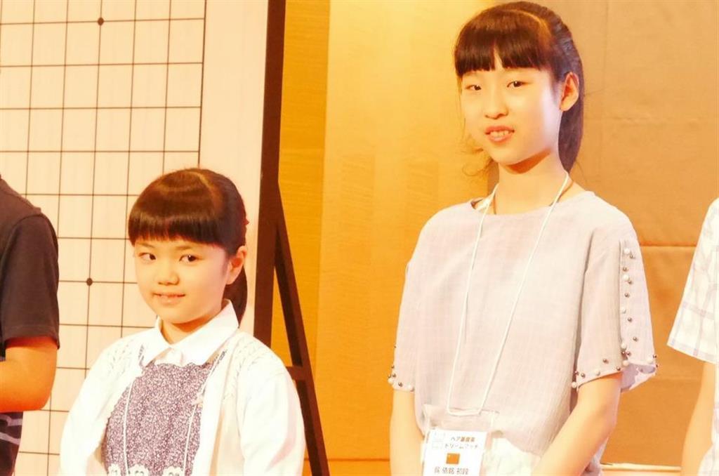 12月に中国で三番勝負を戦うことになった仲邑菫初段(左)と呉依銘二段