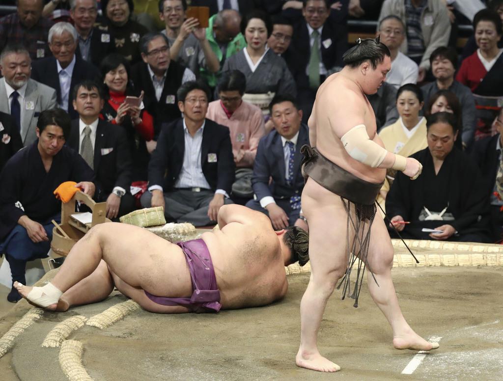白鵬、朝乃山下し2勝目 連敗回避、全勝は平幕3人 大相撲九州…