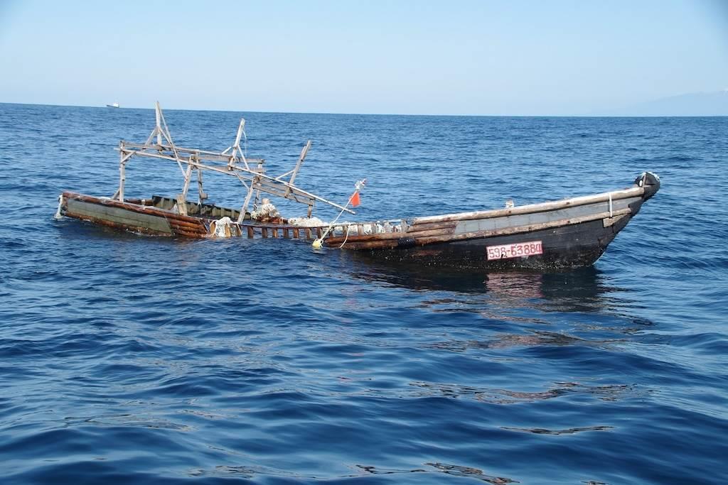 山形・鶴岡の沖合で漂流船発見 船首にハングル