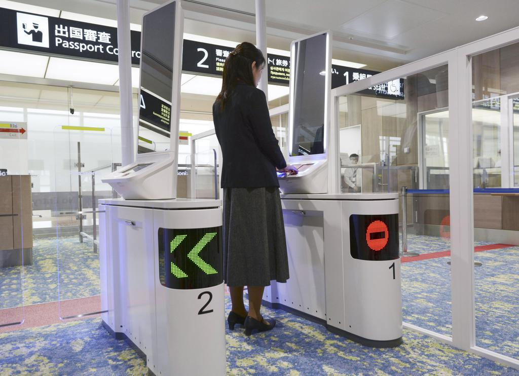 新千歳で顔認証ゲート公開 国際線審査、14日から運用