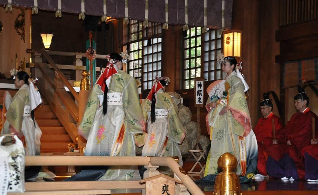 北海道神宮で行われた大嘗祭当日祭=14日午前、札幌市中央区(寺田理恵撮影)