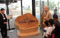 芭蕉見守った杉の老木から年輪盤 雲巌寺、大田原市に寄贈「エネルギー感じて」