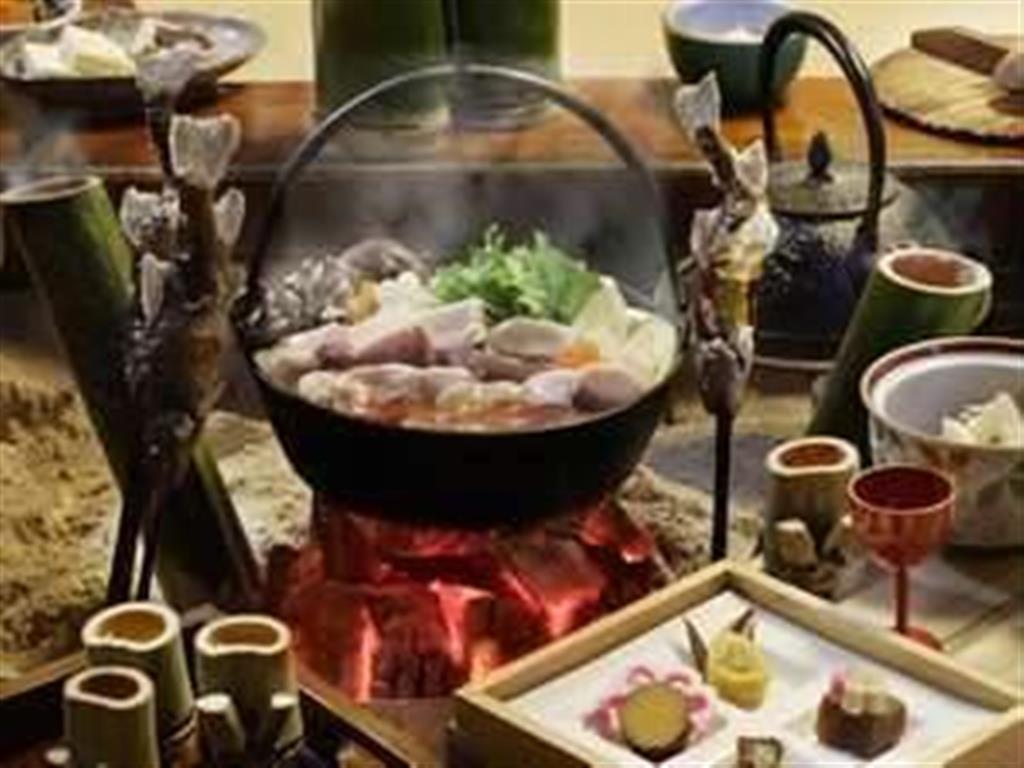 【ニッポン楽旅事典】赤谷温泉 小鹿荘 力みなぎる猪鍋
