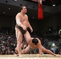 白鵬、1敗守り単独トップ 2敗に12人 大相撲九州場所