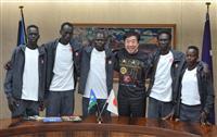 南スーダン選手団が前橋市長を表敬五輪向け長期事前キャンプ