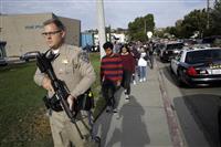 ロス郊外の高校で銃撃 アジア系の男子生徒拘束 2人死亡