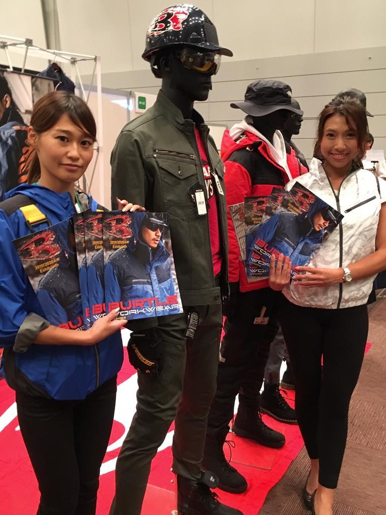 たまゆらフェスタで展示された機能とファッション性を併せ持つワークユニホーム=9月12日、大阪市