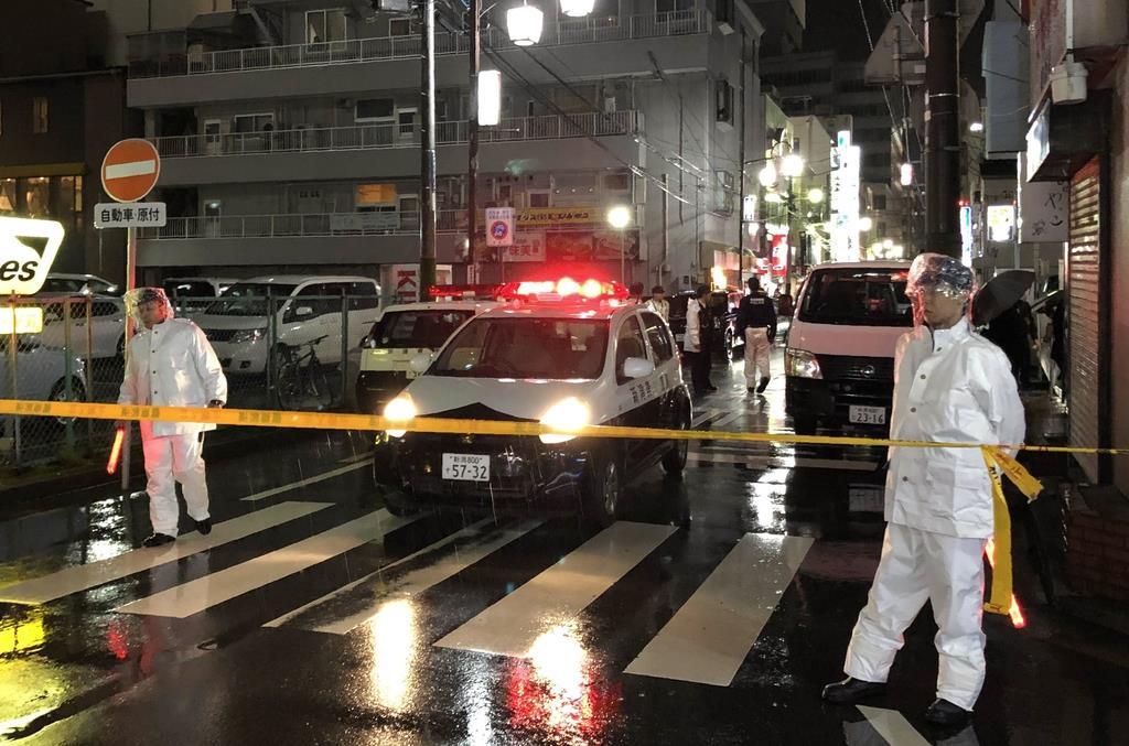 女性が男に刺された現場付近の路上=15日午後、新潟市中央区(池田証志撮影)