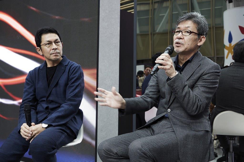写真左から、WOWのクリエイティブディレクターを務める於保浩介氏とマツダの常務執行役員(デザイン・ブランドスタイル担当)を務める前田育男氏。