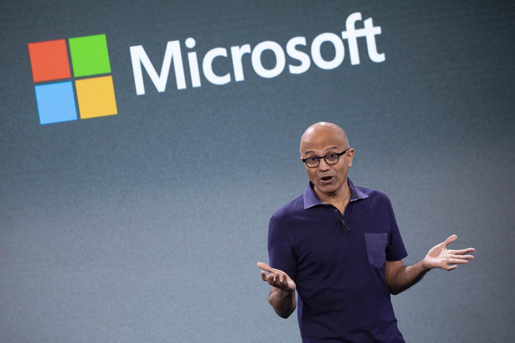 スマートフォン市場への再参入などについて語るマイクロソフトのサティア・ナデラ最高経営責任者=10月2日、ニューヨーク(AP)