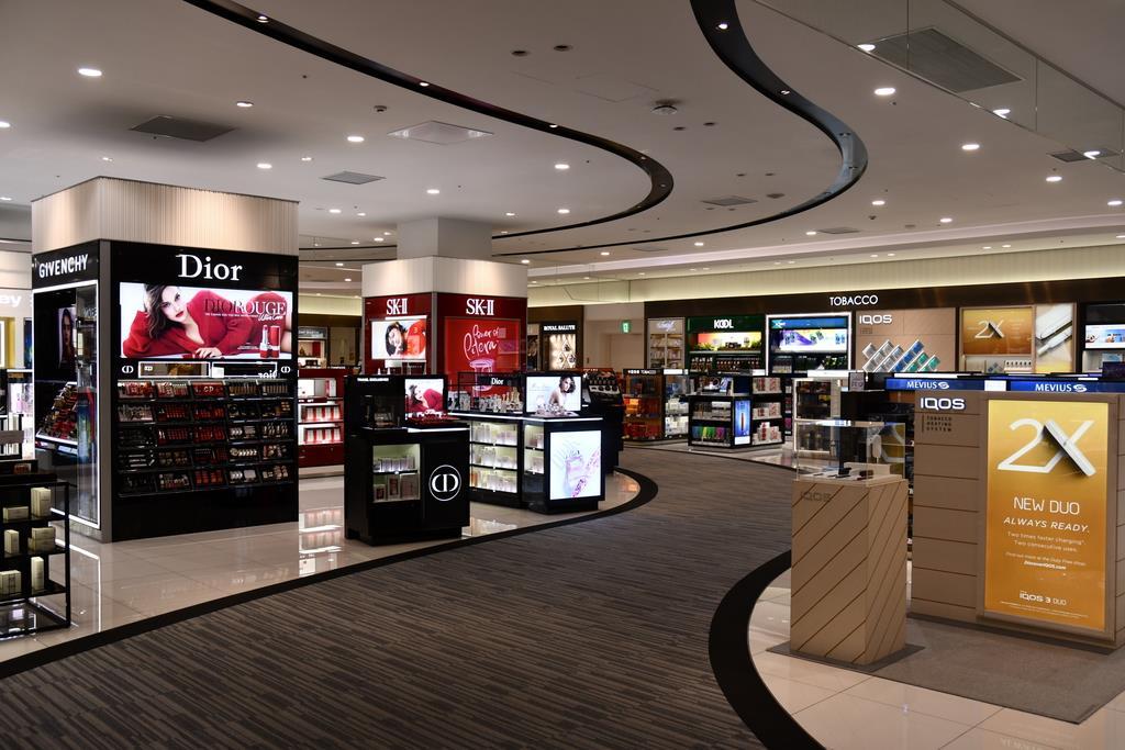 1本のメインストリートで免税店を巡れる「ウオークスルー型店舗」=関西国際空港第2ターミナル