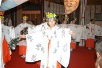 平和な時代願い巫女舞奉納 青森・廣田神社で大嘗祭奉祝祭