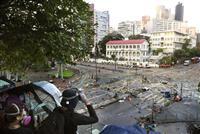 香港ルポ「理工大の学生を救え」繁華街で若者たちが市街戦
