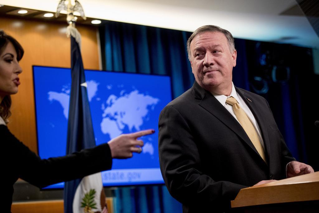 記者会見に臨むポンペオ米国務長官=18日、ワシントン(AP)