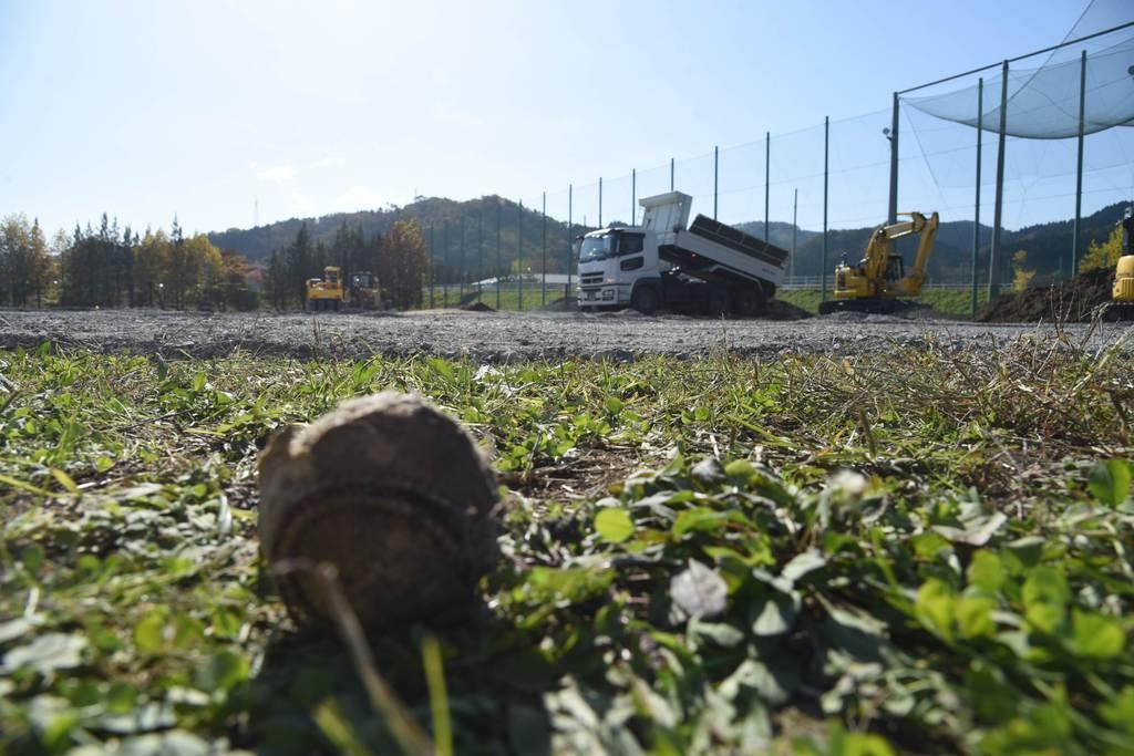 仮設住宅の建設地となったグラウンド=13日、宮城県丸森町(千葉元撮影)