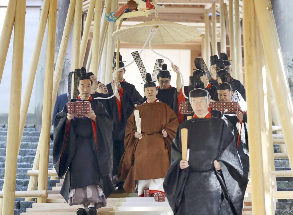 伊勢神宮内宮を参拝された天皇陛下=23日午前、三重県伊勢市(代表撮影)