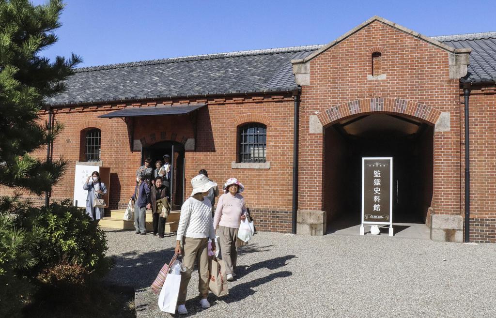 お披露目された監獄史料館=23日、奈良市