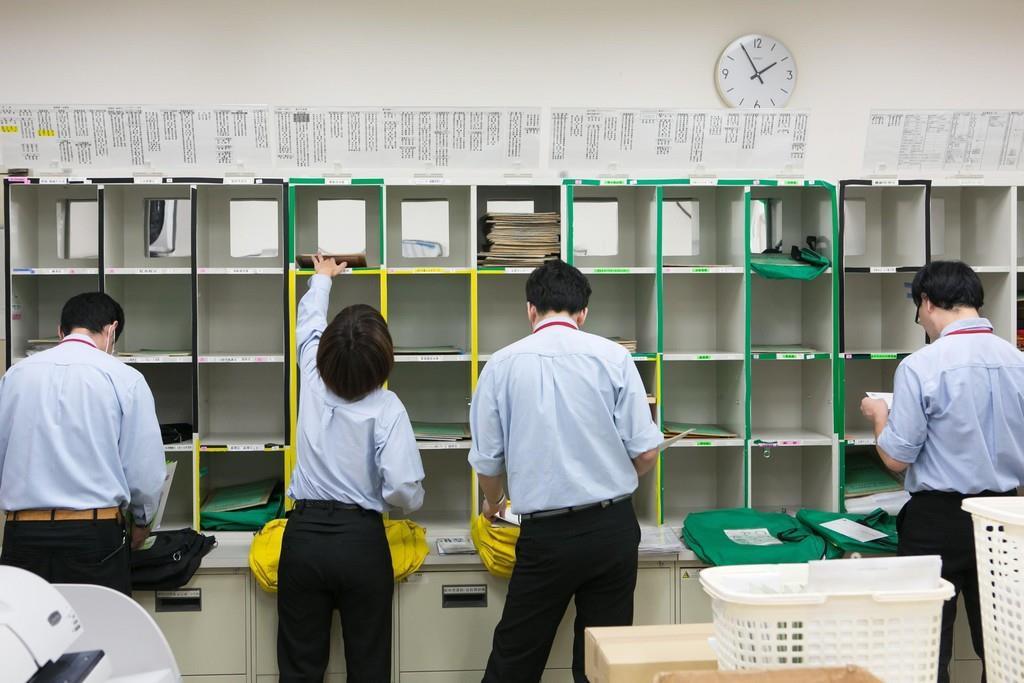 ビジネスアシストセンター(中部電力本店内)。社内メールや郵便物の集配・整理・仕分け・発受信業務を行っている。