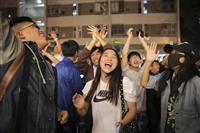香港区議選、民主派が圧勝 初の過半数、親中派惨敗 デモへ強硬対応に「ノー」