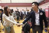 民主派が圧勝 香港地方選 メディアは「8割超」の見通し伝える