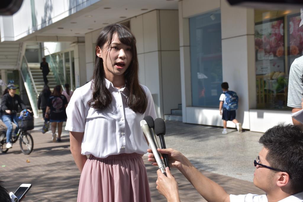 25日、香港で取材に応じる民主活動家の周庭(アグネス・チョウ)氏(三塚聖平撮影)