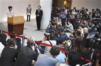 香港行政長官の対応に注目 区議選で民主派圧勝受け