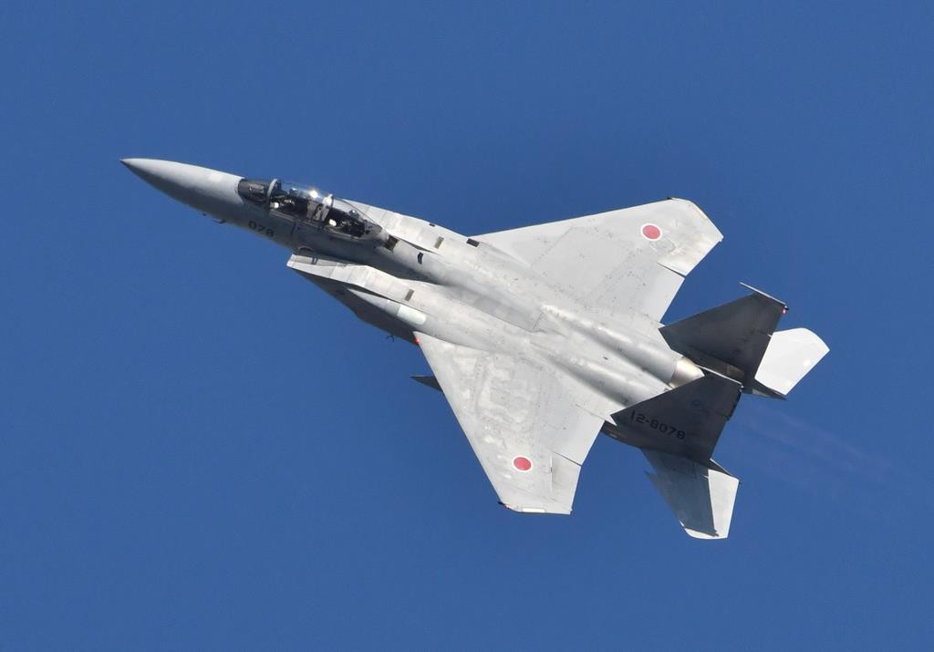 岐阜基地航空祭で鮮やかな機動を見せるF-15J戦闘機。F-4EJが新鋭ステルス機F-35と入れ替わるのに対し、F-15Jは今後も日本の防空を担い続ける(岡田敏彦撮影)