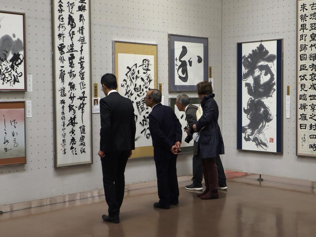 関西からの入賞作品などが展示されている産経国際書展関西展=大阪市立美術館
