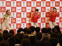 吉田さん、澤さんが児童に特別授業 「夢と健康大切に」 山形県村山市