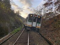 会津鉄道、乗り上げ脱線 線路に土砂、けが人なし