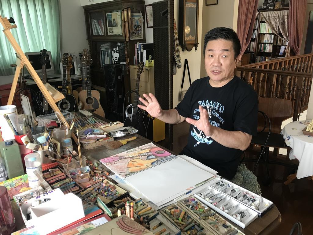 「聴いた人が映像を思い浮かべる歌をつくりたい」と語るBORO=神戸市北区の自宅