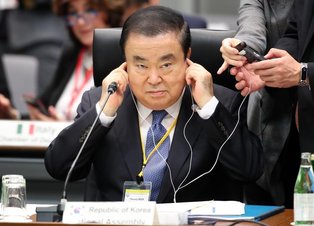 来日し、G20国会議長会議に出席する文喜相韓国国会議長=4日午前、参議院議員会館(佐藤徳昭撮影)
