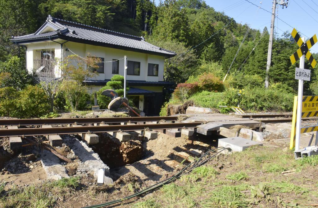 台風19号の被害を受けた三陸鉄道リアス線の踏切=10月16日、岩手県宮古市