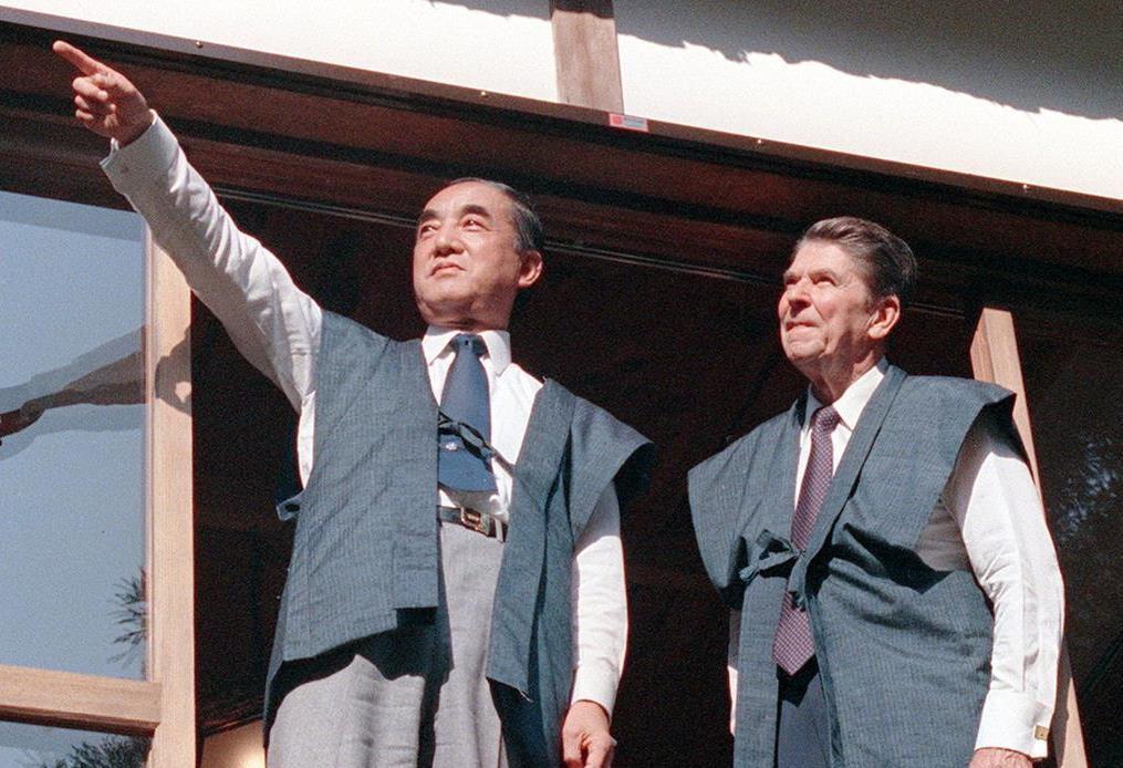 日米首脳会談を行ったレーガン米大統領と中曽根康弘首相=昭和58年11月11日、東京・日の出山荘
