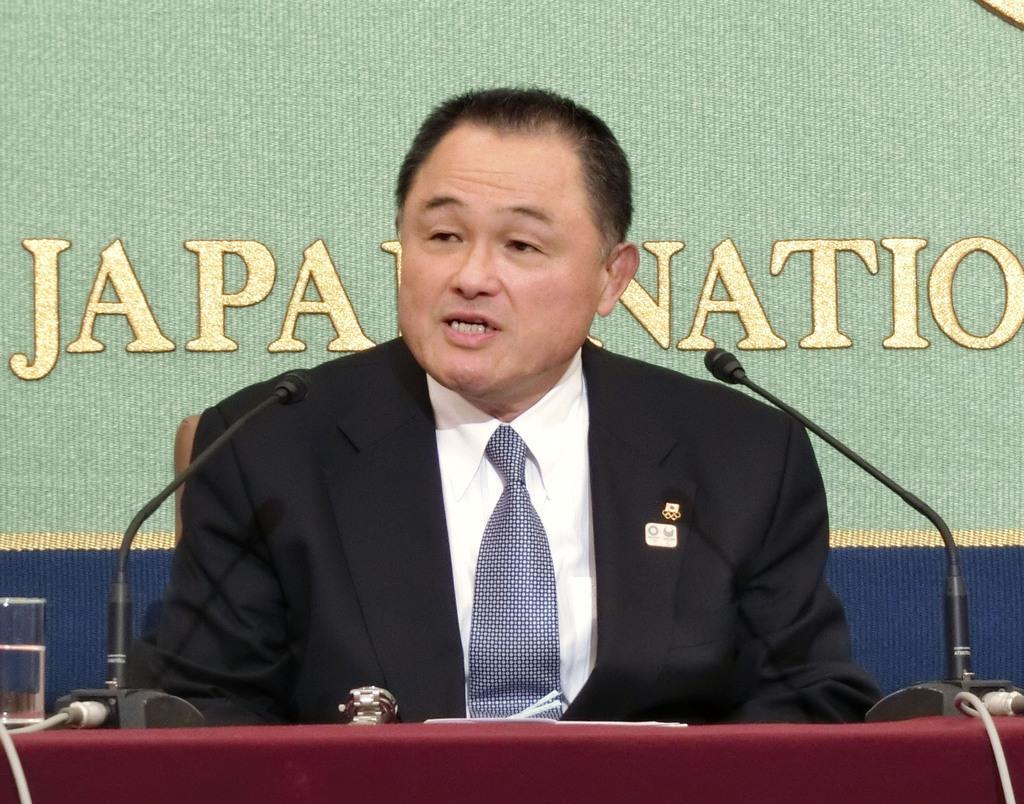 記者会見する日本オリンピック委員会の山下泰裕会長=27日、東京・内幸町の日本記者クラブ