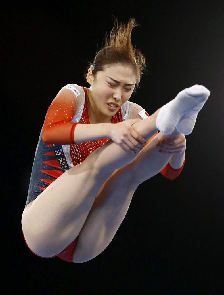 女子団体決勝 演技する森ひかる=有明体操競技場