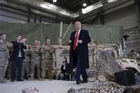 トランプ大統領、アフガンを予告なしに訪問 タリバンとの協議再開を表明