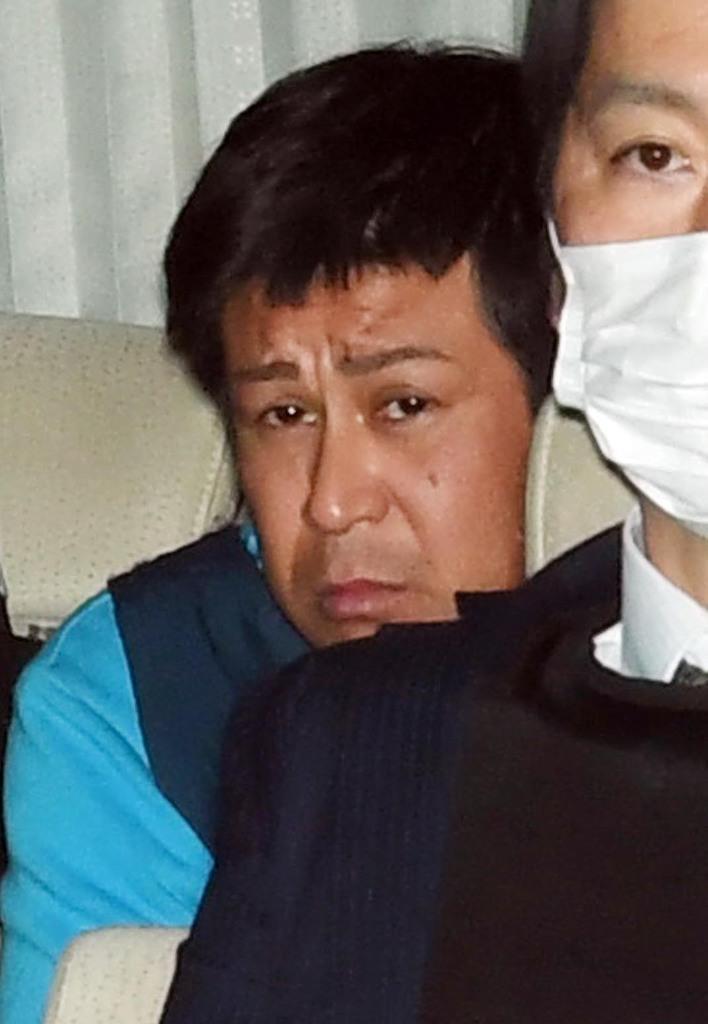 再逮捕後、移送される朝比奈久徳容疑者=29日午後、兵庫県尼崎市