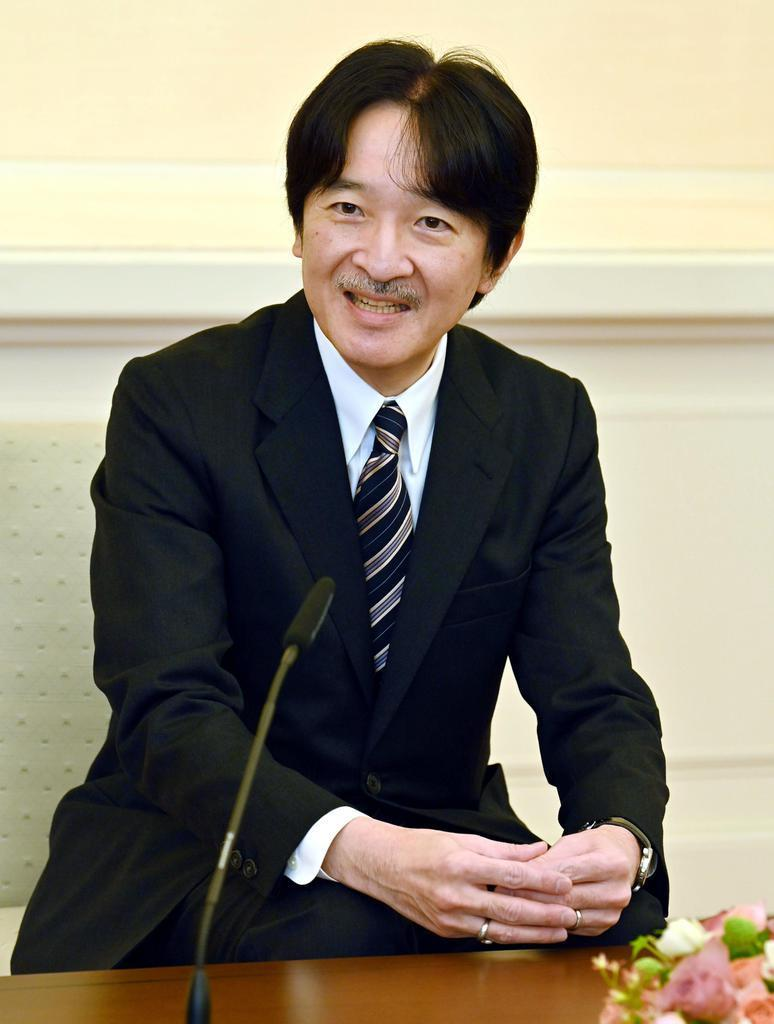 54歳の誕生日を前に、記者会見される秋篠宮さま=東京・元赤坂の赤坂東邸(代表撮影)
