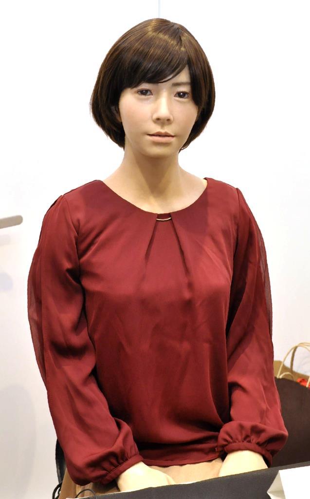 接客補助などでの活用が期待される女性型のアンドロイド「U」=大阪府吹田市