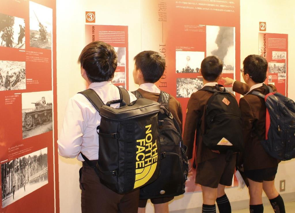 第二次世界大戦でのポーランドの悲劇などを紹介するパネル展=大阪市中央区