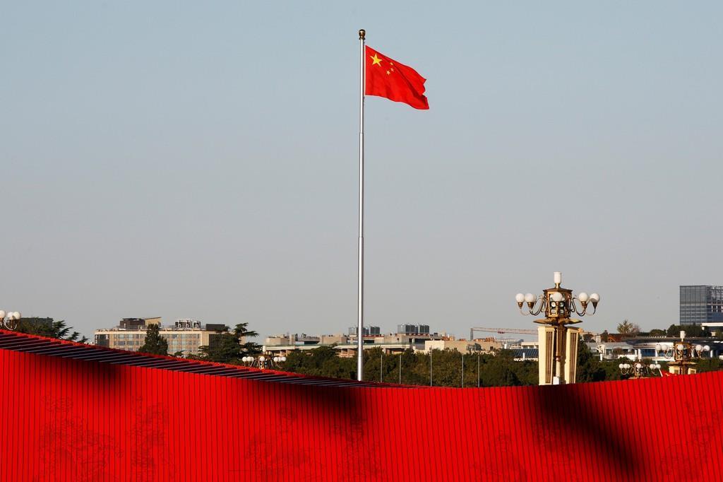 天安門広場に掲げられた中国旗(ロイター)