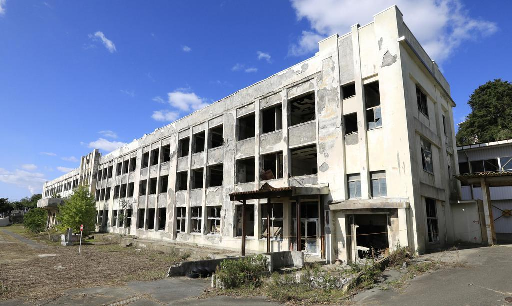 東日本大震災で被災した宮城県石巻市立門脇小=11月