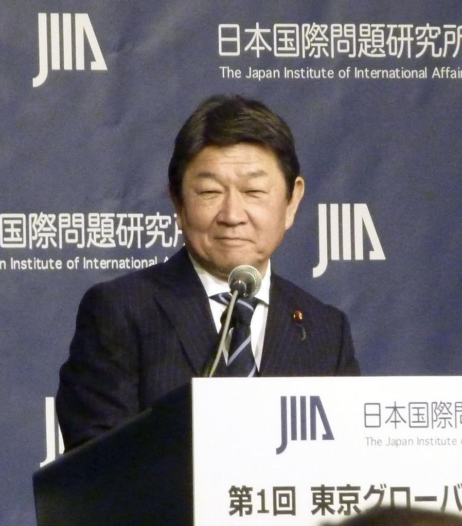東京都内で講演する茂木外相=2日午前