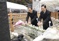笹子事故7年、遺族ら献花 山梨の中央道、9人死亡