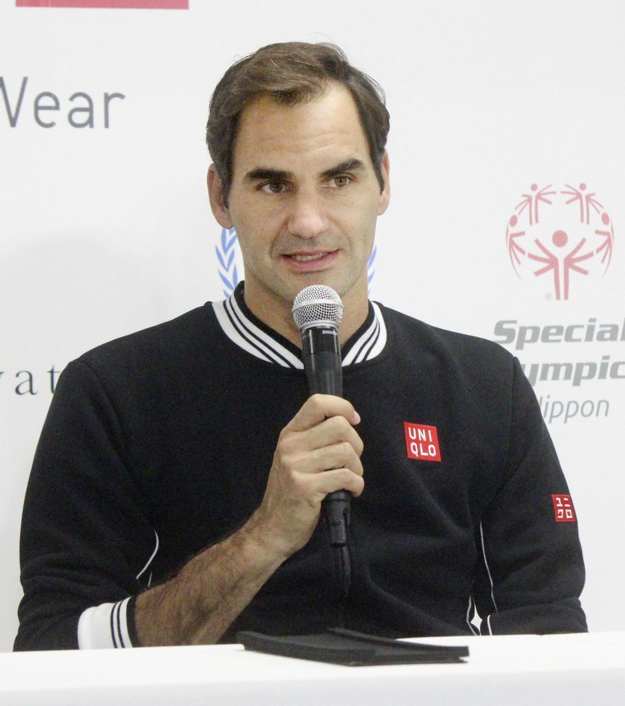 来日時、会見した男子テニスのロジャー・フェデラー=10月14日、有明コロシアム