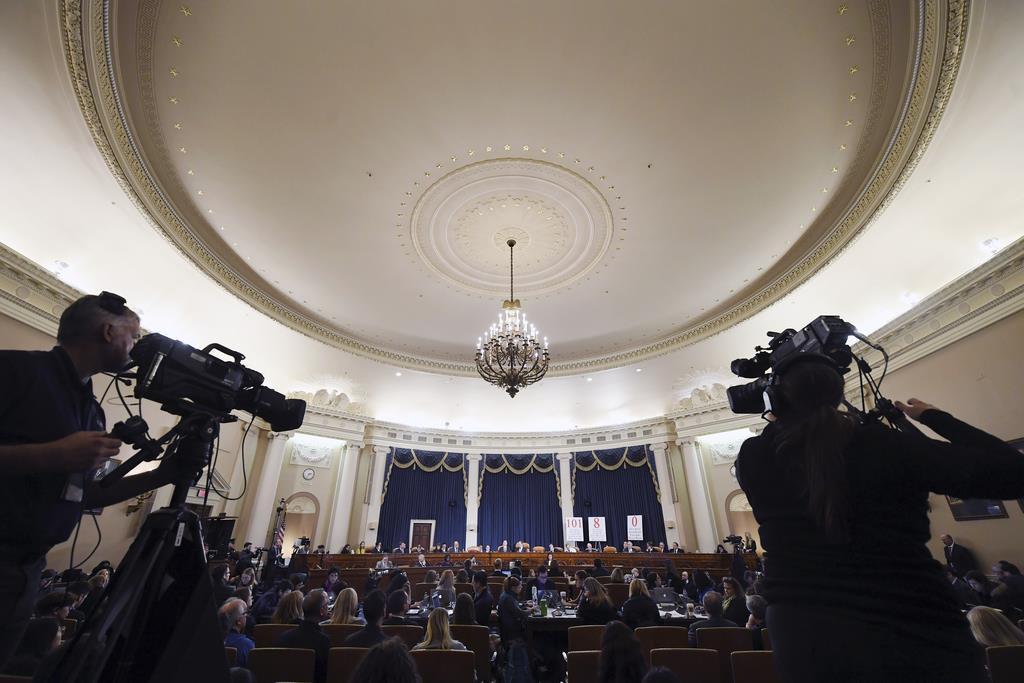 米下院情報特別委員会が11月21日に開いたウクライナ疑惑をめぐる公聴会=米ワシントン(AP)
